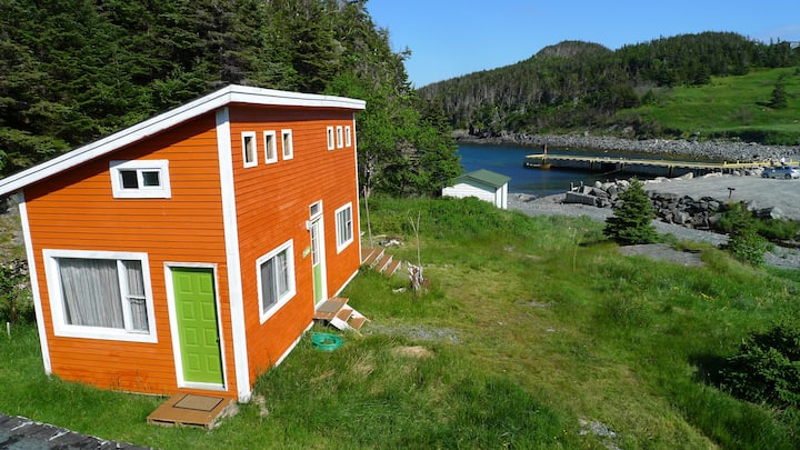 EAST COAST NEWFOUNDLAND CABIN ON THE SEA