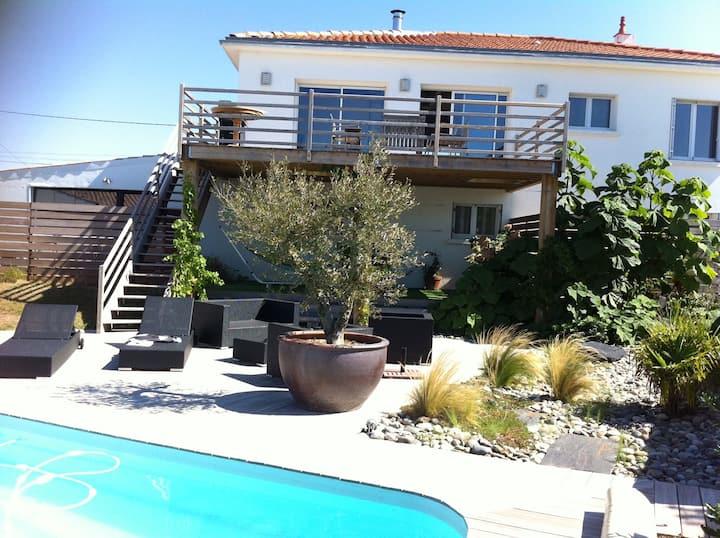 Villa 110m2 (etage) , terrasse vue mer et piscine