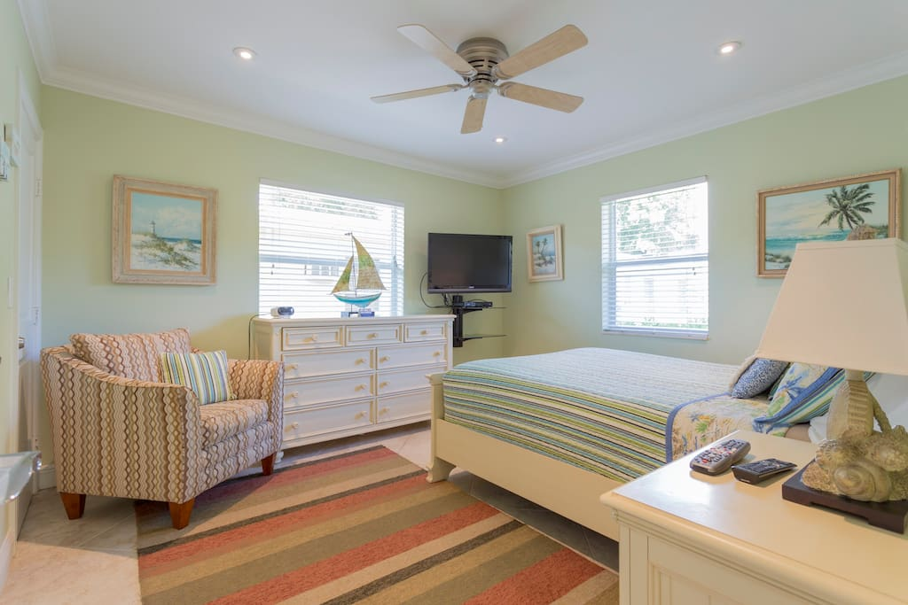 Bedroom with sitting area, queen size bed with flat screen tv