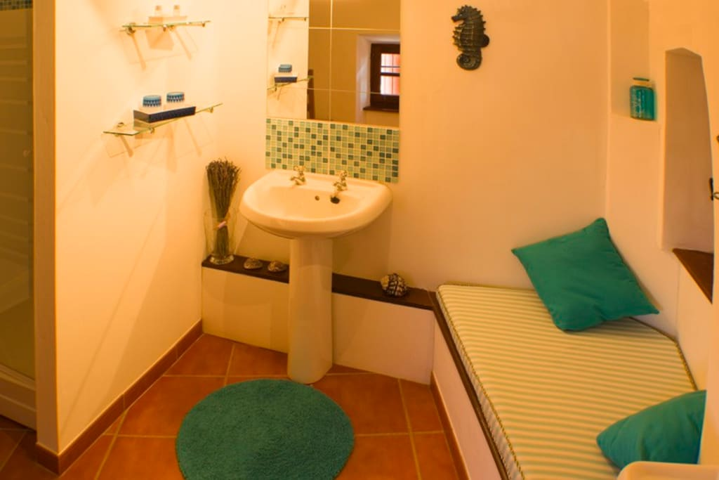 The Capestang ensuite.