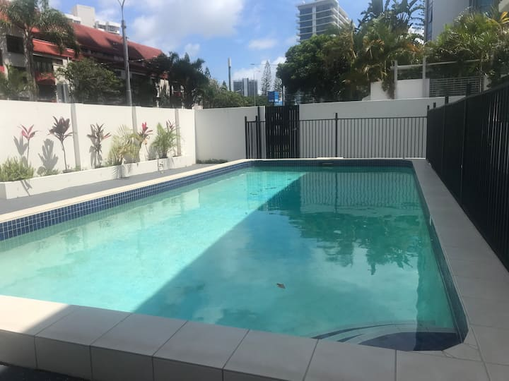 **Beach Shack**PRIVATE ROOM** **Surfers Paradise**