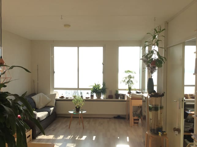 Spacious private apartment near Amsterdam! (25km) - Almere - Wohnung