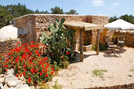 """Formentera country-side style"""
