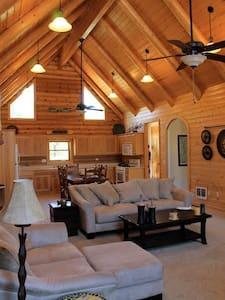 Quiet hilltop cabin close to town! - Greer - Sommerhus/hytte