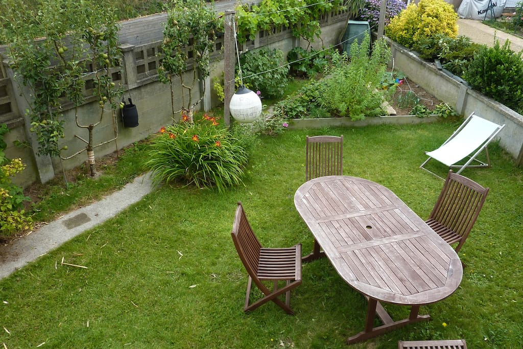 Maison tout confort au calme avec jardin houses for for Au jardin guest house riebeeckstad