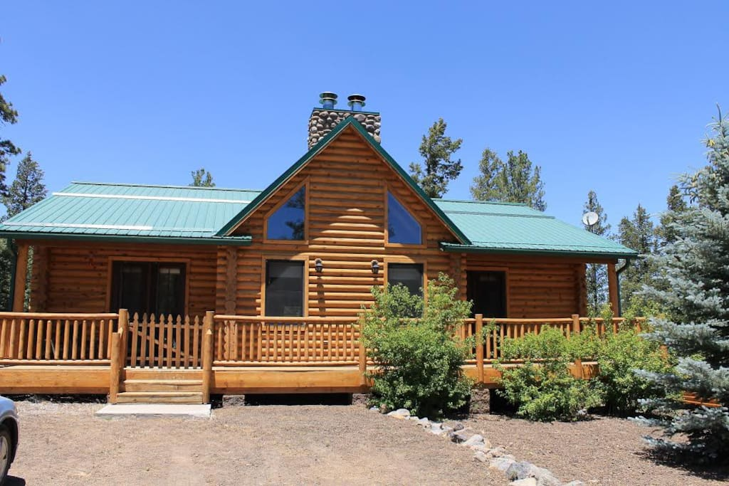 Quiet hilltop cabin close to town cabins for rent in for Cabins near greer az