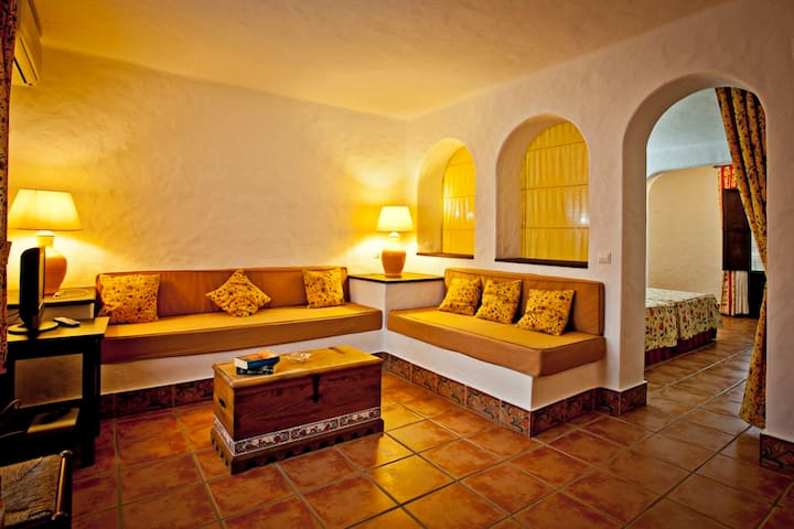 Hacienda Roche Viejo Apartamentos - carretera CA4202 dirección El Puerto deportivo, Carril de Rancapino 4. - Apartment