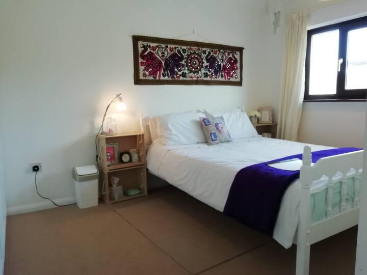 Cosy double room in Derbyshire village