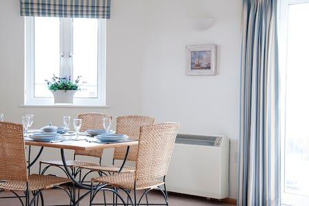 Beach and Golf Holiday Getaway - Cornwall - Apartment