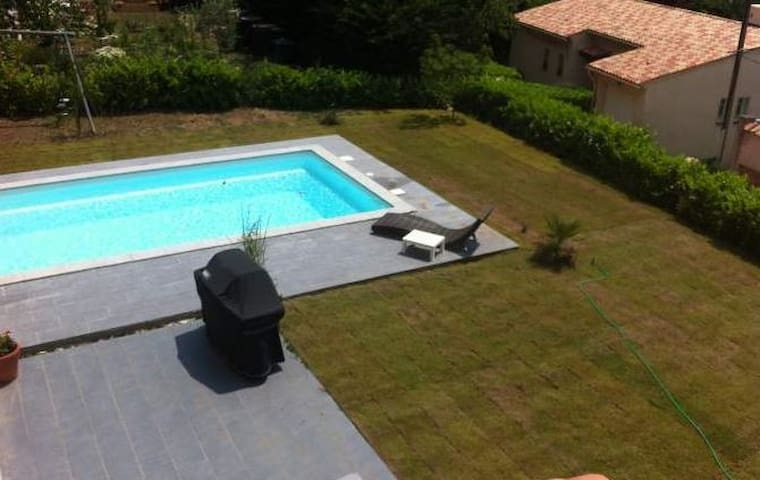 Villa avec piscine c te d 39 azur houses for rent in saint for Piscine vallier