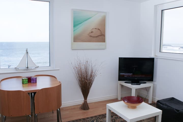 Waves Apartment:SEA VIEWS WIFI PARKING DISHWASHER