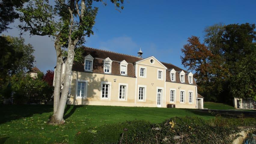 Gîte Château de Montboulon 320m2+piscine 14pers.