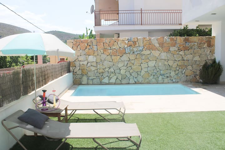 Superbe maison avec piscine et une très belle vue
