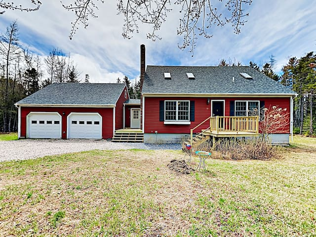 Renovated Cottage on 1-Acre Wooded Lot