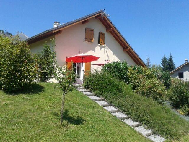 maison entre lac et montagne - Marthod - Casa