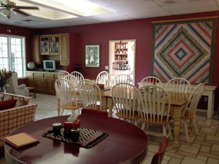 Ray's Café (dining room).