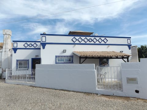 Renovated to the traditional Algarvian look