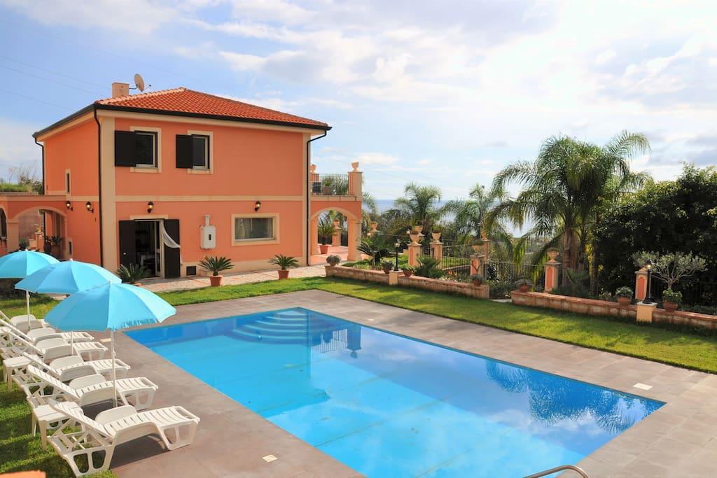 Villa gramati taormina con piscina privata villas - Villa con piscina sicilia ...