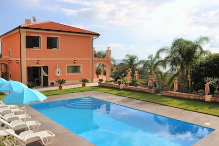 """Villa """"Gramati"""" Taormina... con piscina privata - Savoca"""