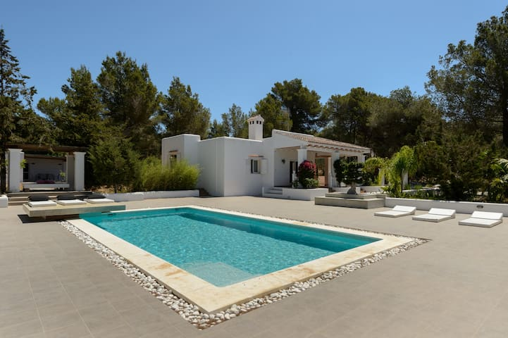 Km5 Villa w/pool 5 mins from Ibiza Can Sal