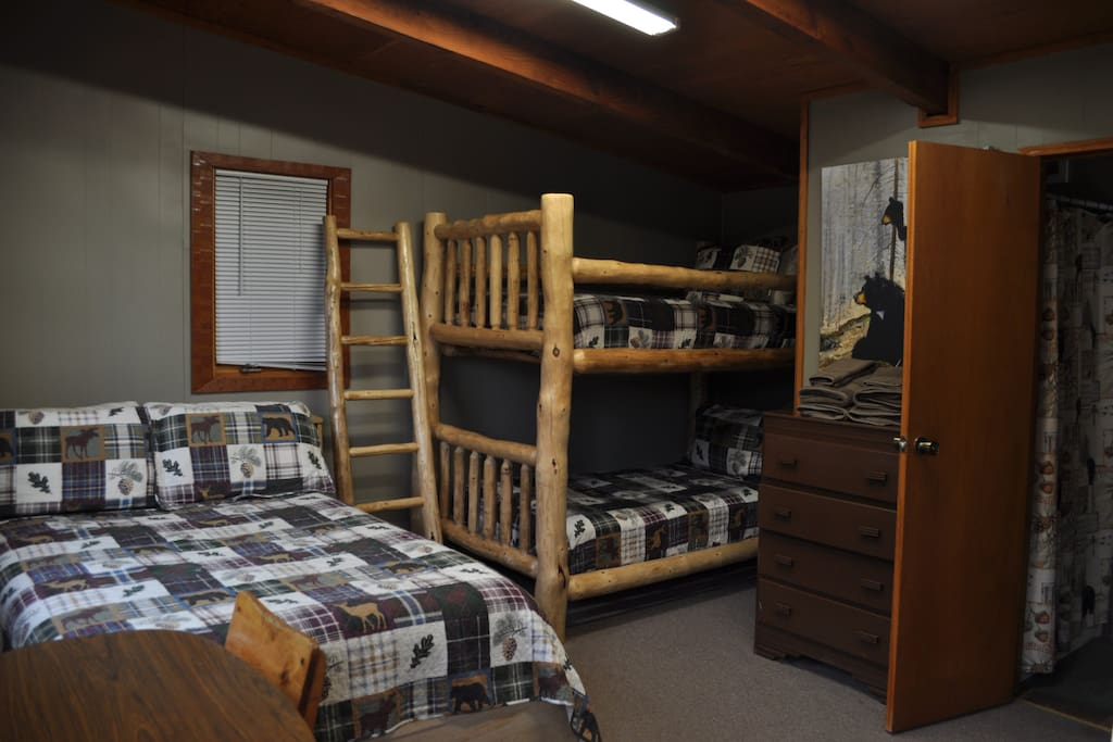 Grizzly Ridge Riverside Cabin 2 Guest Suites For Rent
