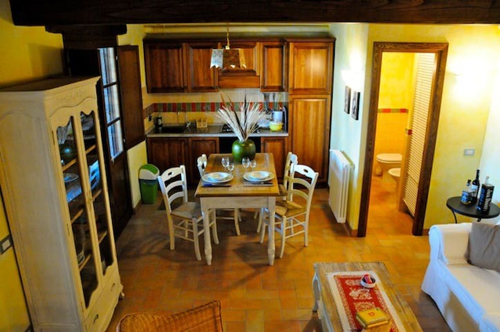 Apartment with garden - Pescia Romana - Apartament