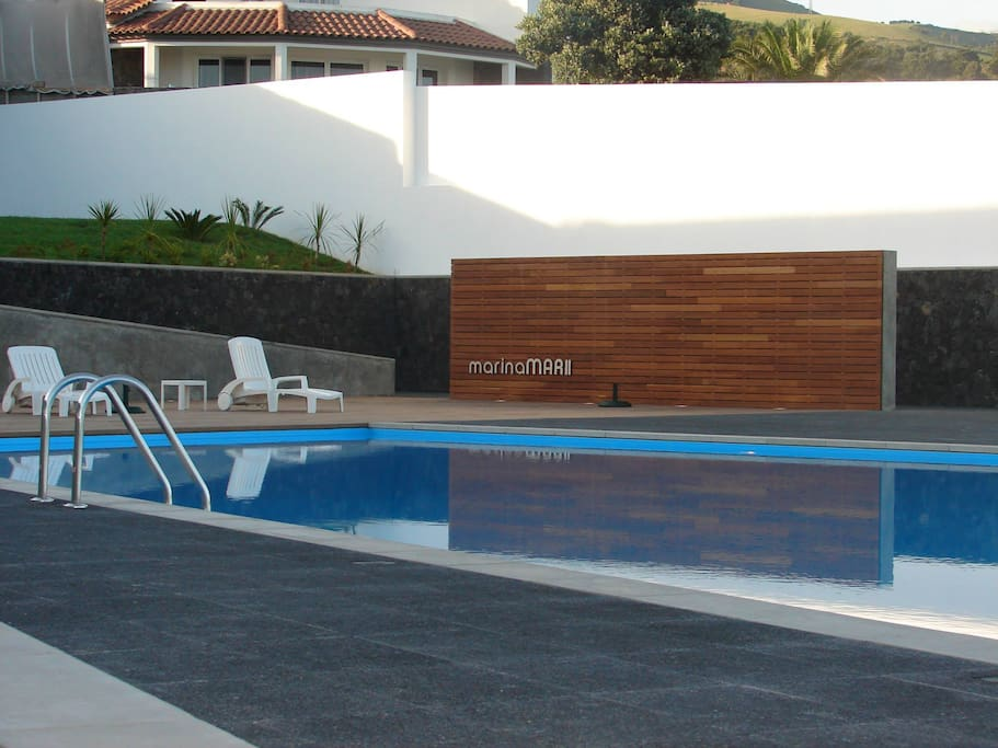 Área de lazer junto da piscina / Leisure area by the pool