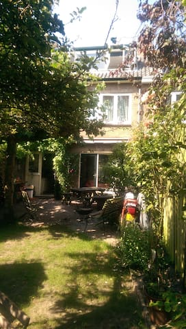 B&B Breakfast on request, host family for students - Oegstgeest - Bed & Breakfast