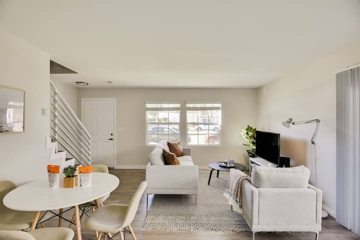 Contemporary 2BR in Torrance with Parking by Zeus