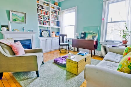 Adorable, Artsy Victorian with a Claw Foot Tub - Providence - Departamento