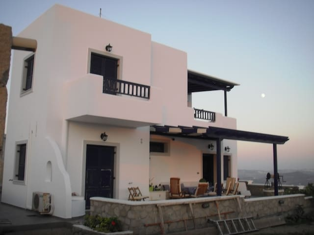 MILOS SUN VILA, 3 BEDROOM WITH SEA VIEW