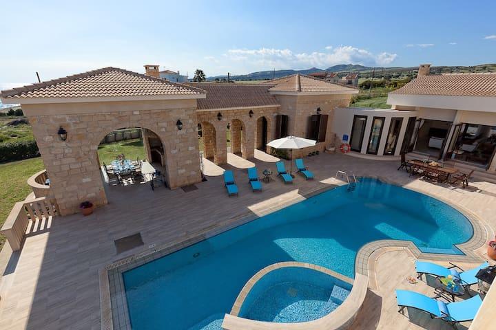 Exclusive 7 Bedroom Gated Beach Front Estate - Aytotoro - Villa