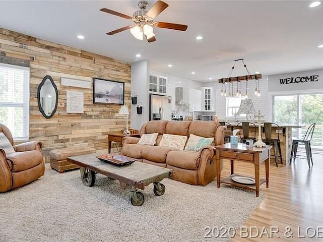 *Lakefront | Dogs Welcome | FirePit | Decks | W&D*
