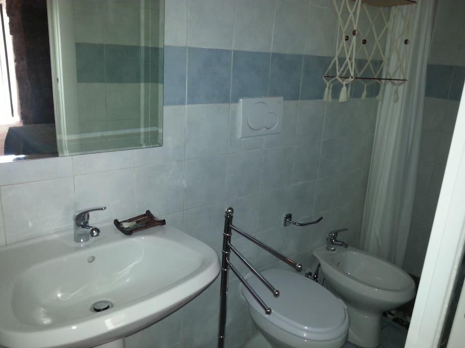 Il bagno appena ristrutturato