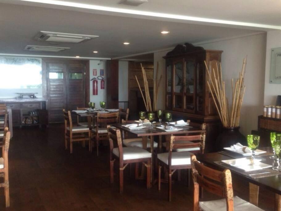 Restaurante Dos Mares - conhecido pela culinária de excelência de frutos do mar.