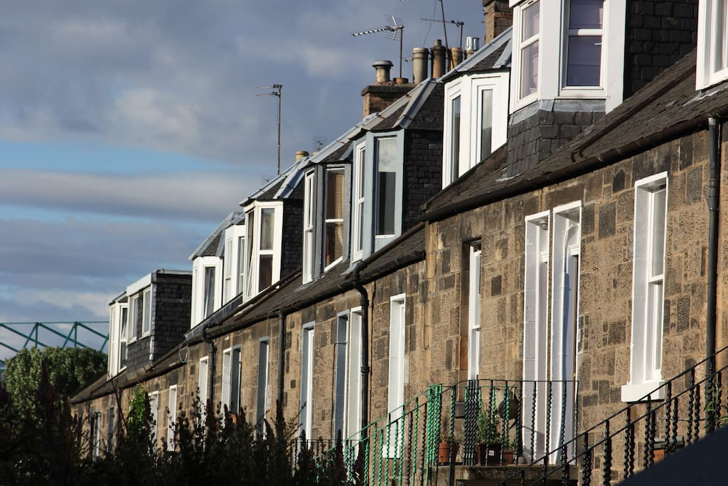 Located in a traditional street in the Abbeyhill 'colonies' area of Edinburgh