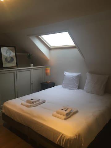 Cosy new room with ensuite bathroom, Hotelfeeling
