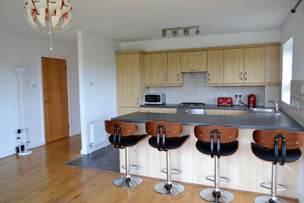 Kitchen & Breakfast Bar