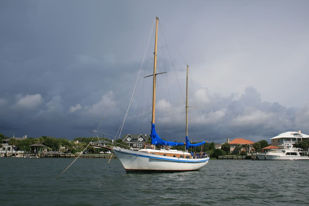 A classic 39 ft ketch, primarily used for Airbnb & daysailing. It's outfitted for your comfort and pleasure~