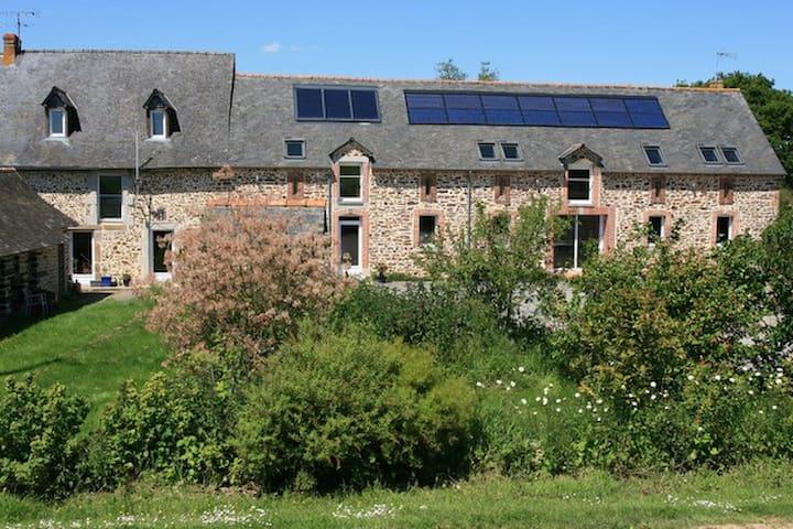 Chambres d'hôtes à la ferme bio - Argentré-du-Plessis - ที่พักพร้อมอาหารเช้า