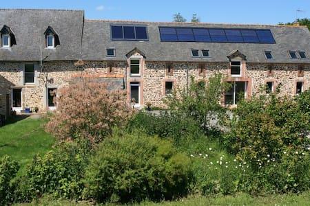 Chambres d'hôtes à la ferme bio - Argentré-du-Plessis