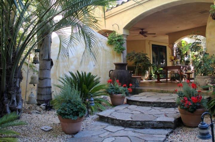 Serene Courtyard Suite At Villa Ca'Serena