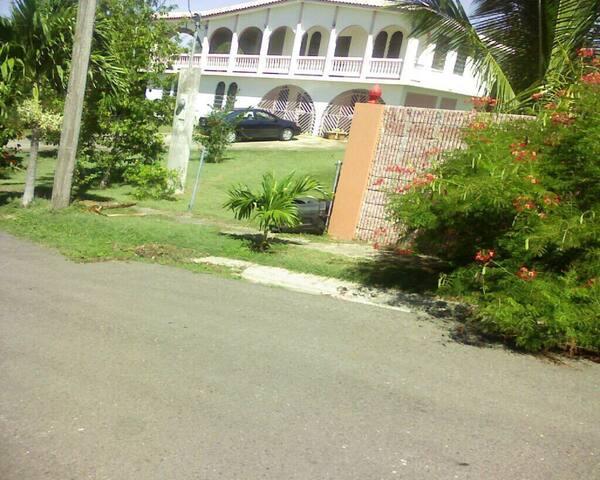 3 Family Villa close walk to beach.
