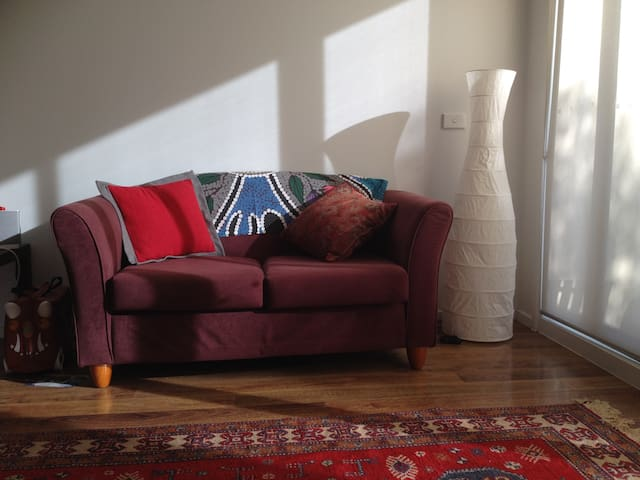 Modern City Fringe Apartment with park view - Kensington - Pis