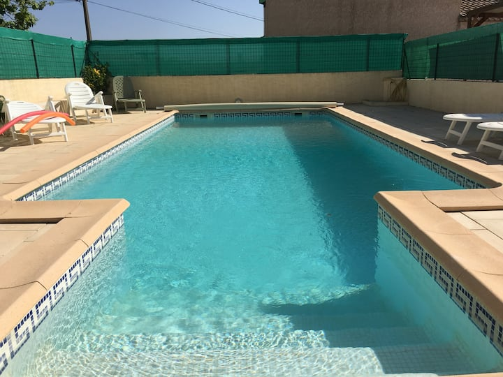 Chambre , 1 lit 140cm, piscine chauffée, terrasse