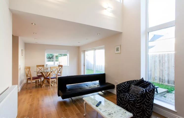 Luxury 2 Bedroom Apartment, Relaxing Location! - Cardiff - Apartment