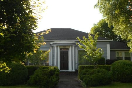 1940s Vintage Home in McMinnville - McMinnville - House