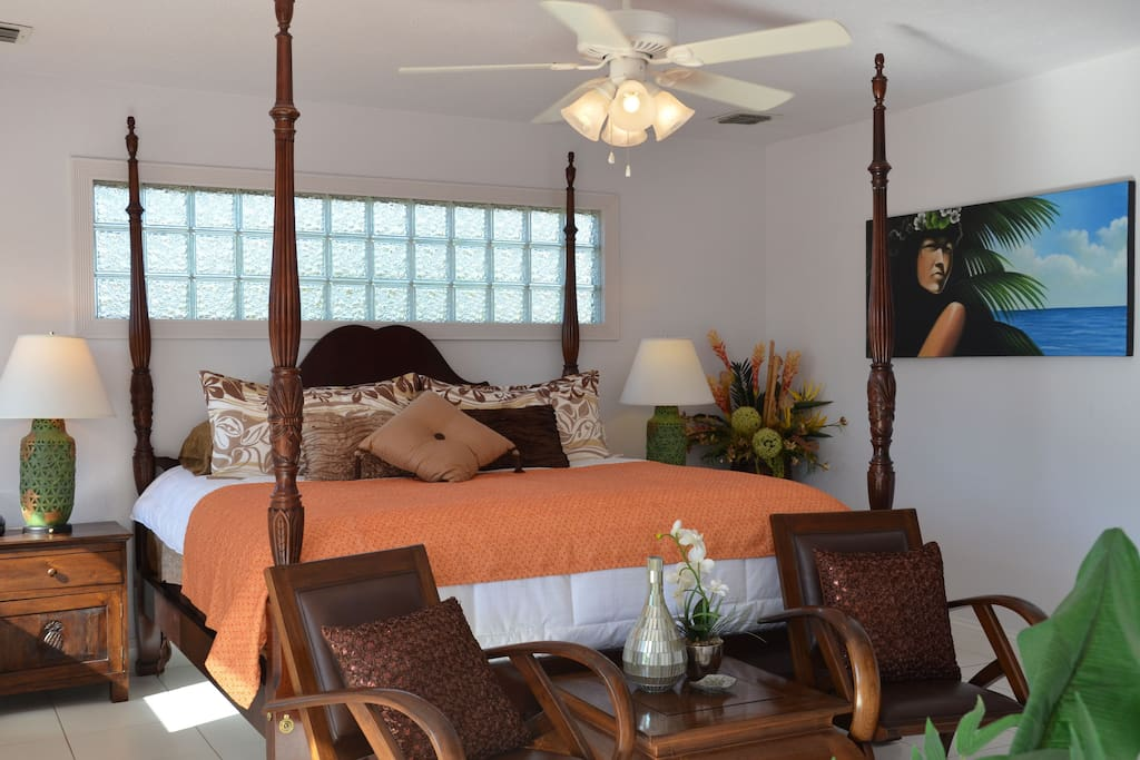 Upper Master Bedroom off of the Lanai.