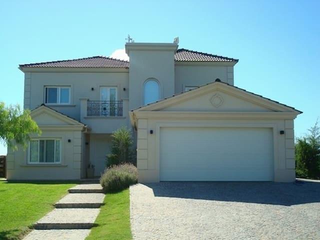 Amazing house with lagoon