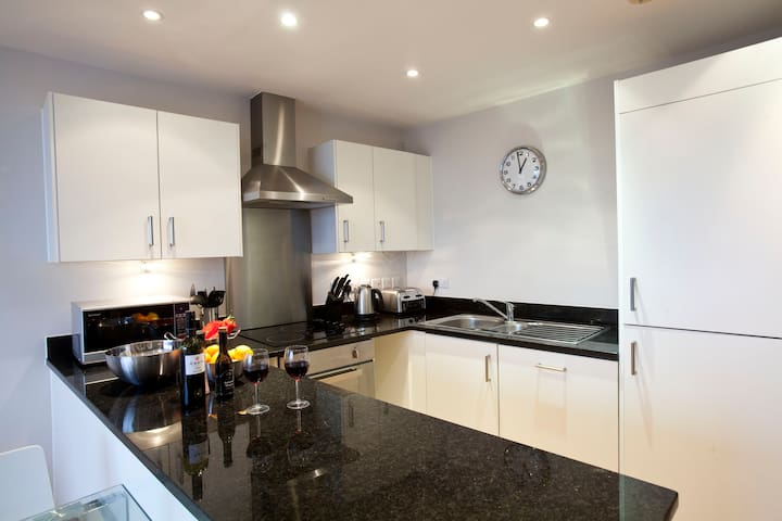Watford Centre -  Luxury 2 bed / 2 bath penthouse - Watford - Apartemen